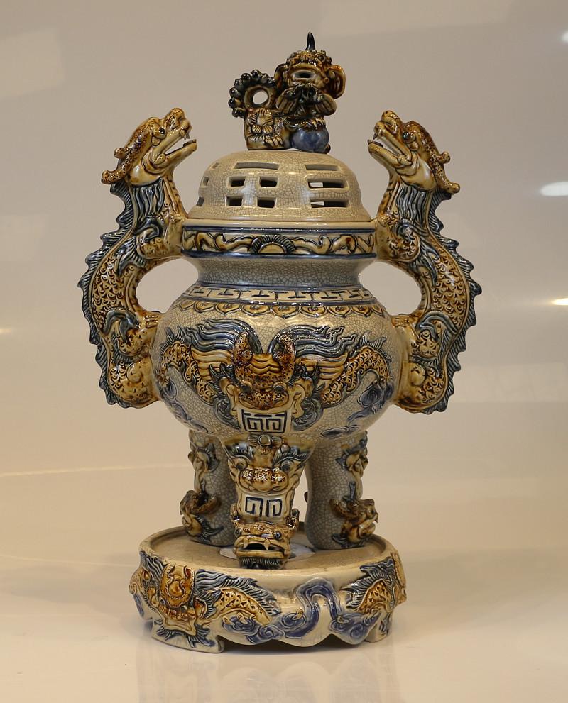 đỉnh thờ sứ Bát Tràng