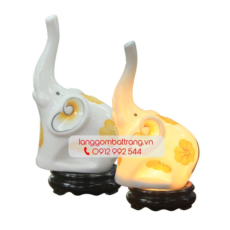Đèn xông tinh dầu điện voi ngẩng vòi