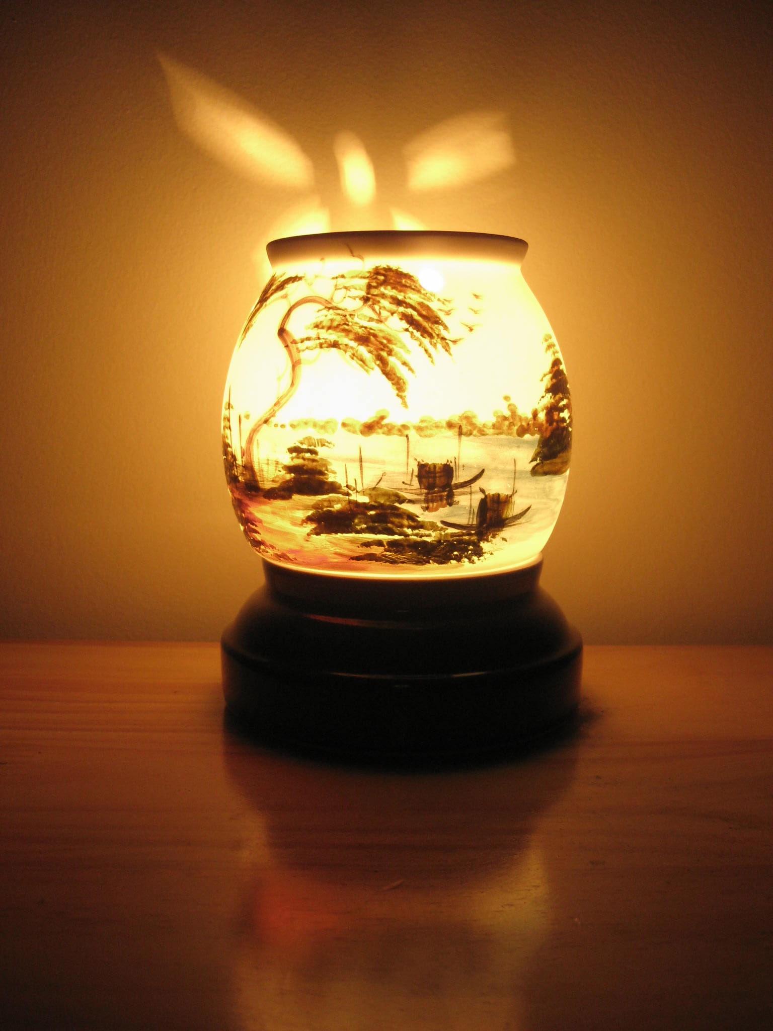 Đèn xông tinh dầu với nhiều công dụng tuyệt vời thì chỉ mang nhiều lợi ích chó sức khỏe chứ không có tác hại gì khi chúng ta sử dụng đúng cách đúng tinh dầu nguyên chất