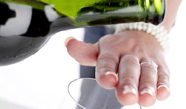 Luật cấm bán rượu bia sau 22h liệu có khả thi?