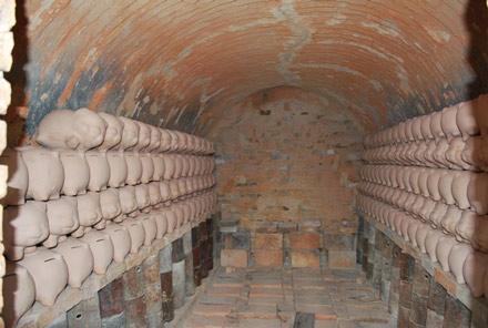 Nung gốm là một khâu cực kỳ quan trọng ở Bát Tràng
