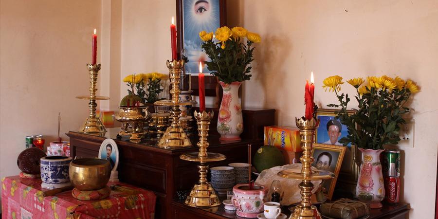 Sắp xếp các đồ thờ cúng cần theo đúng trình tự nhất định