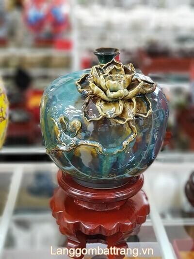 Bình hoa gốm sứ được làm công phu tỉ mỉ