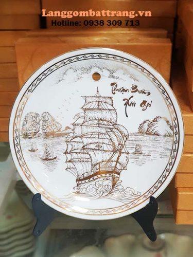 đĩa sứ trưng bày