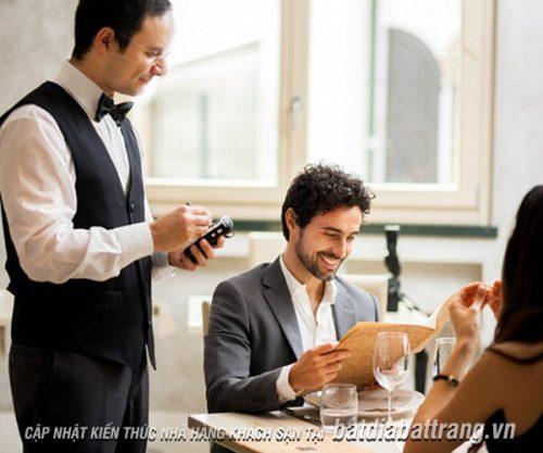 Kiến thức cơ bản nhân viên phục vụ nhà hàng cần biết là gì?