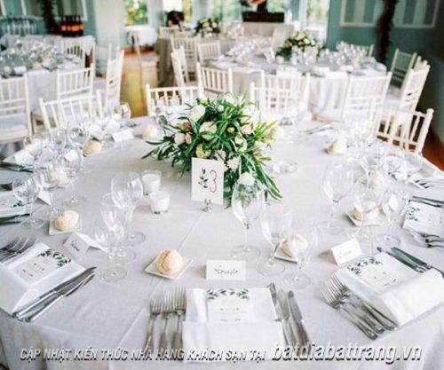 Các kiểu bày trí bàn tiệc cưới thông dụng nhất tại nhà hàng