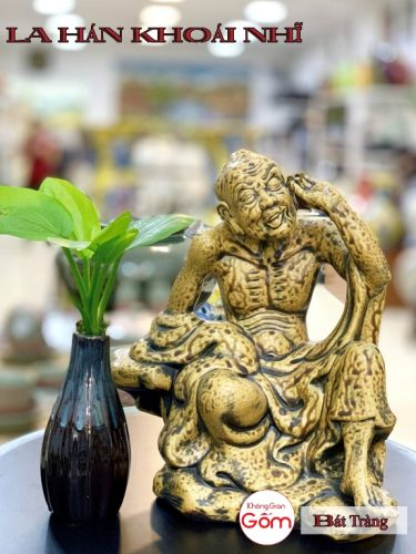 Cửa hàng bán tượng la hán tại Bình Tân